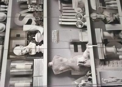 Ante di un armadio rivestite con carta da parati (1)